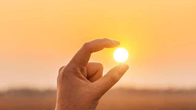 Sonne zwischen den Fingern