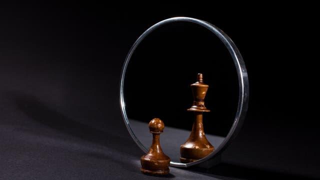 Schachfigur im Spiegel