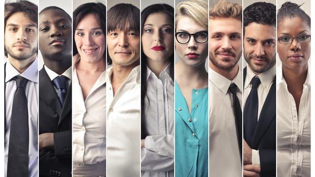 Menschen verschiedener Herkunft und Hautfarbe