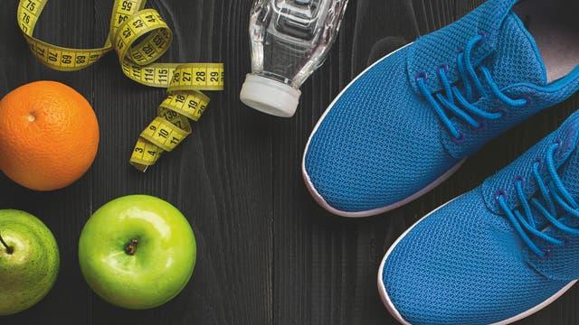 Mit naturnahen Lebensmitteln gelingt das Abnehmen besser als mit technisch aufbereiteten (raffinierten) Produkten. Denn Letztere sind häufig leichter zu verdauen und erhöhen den Blutzucker stärker, was sich durch Sport kaum kompensieren lässt.