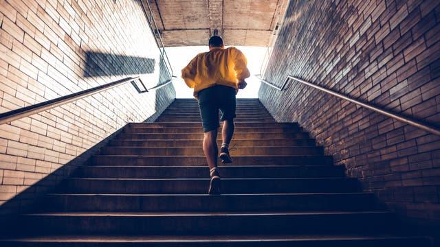 Jogger auf Treppe
