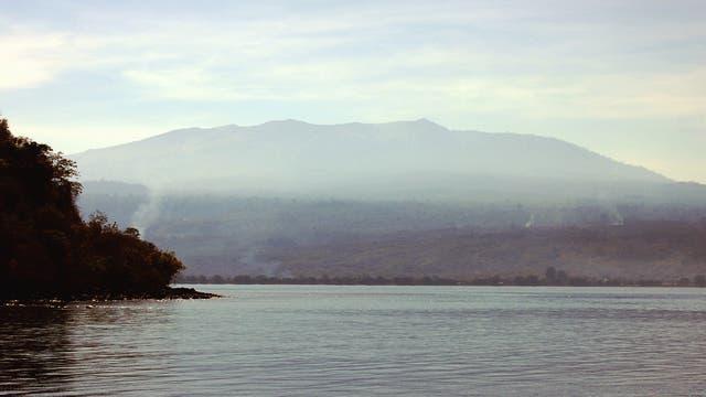 Vulkan Tambora und Sumbawa Küste, Indonesien