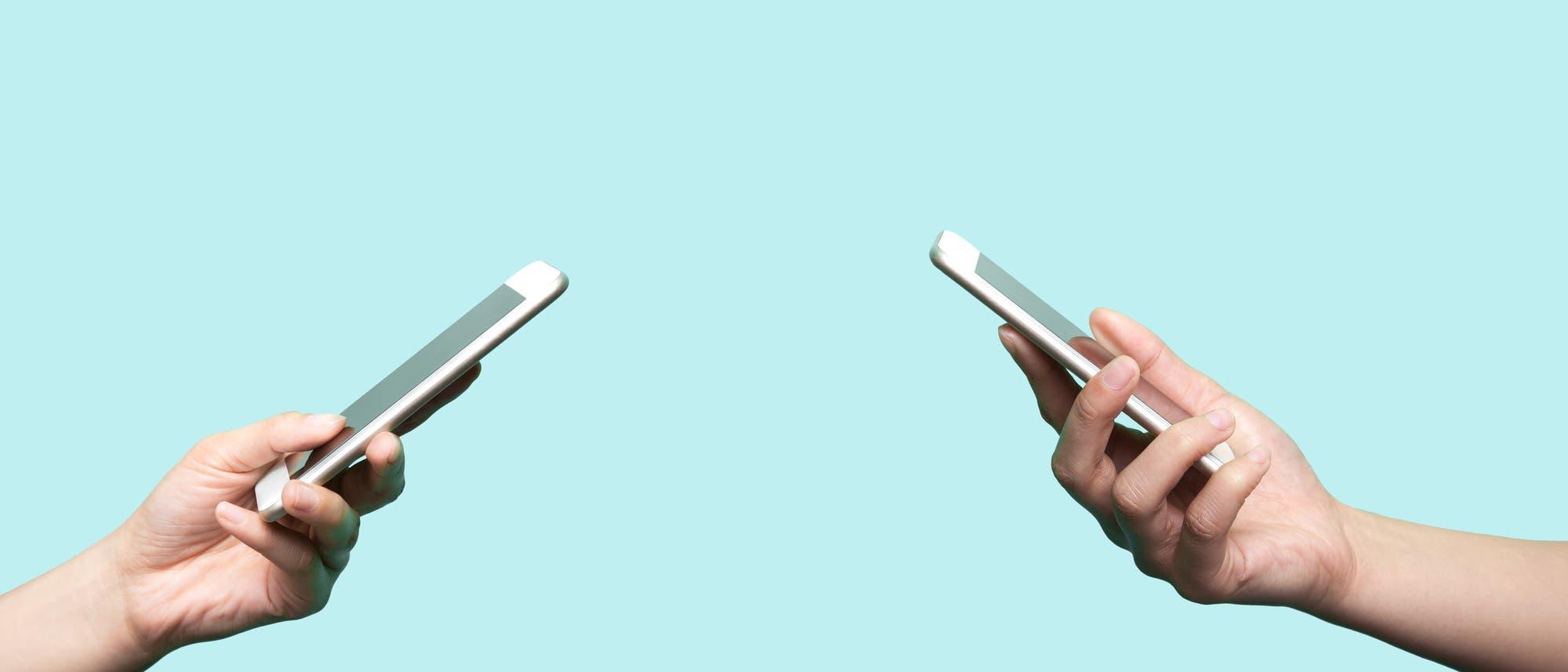 Mithilfe von Bluetooth-Verbindungen und Smartphone-Apps soll die Kontaktnachverfolgung möglich sein, ohne persönliche Daten preiszugeben.