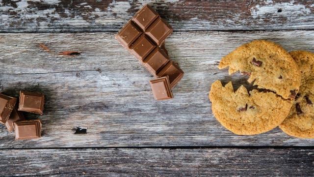 Böser Cookie-Piranha jagt süße Schokostückchen