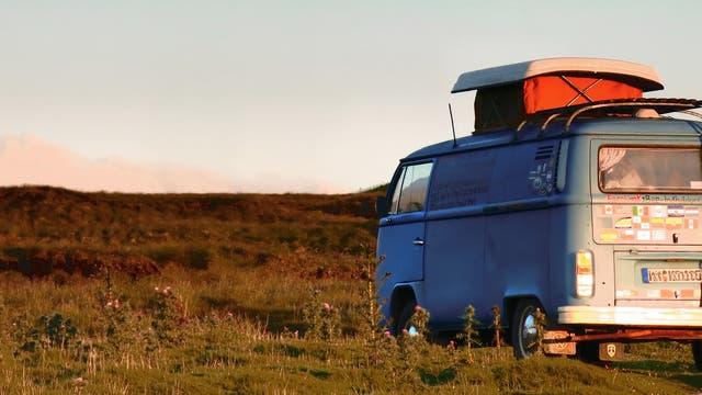 Mit VW-Bus in der Wildnis campen