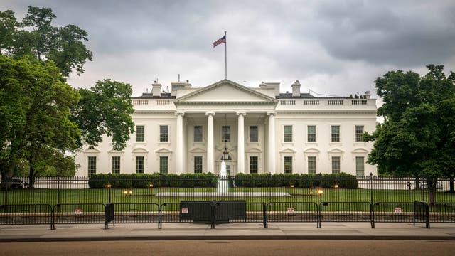 Dunkle Wolken über dem Weißen Haus
