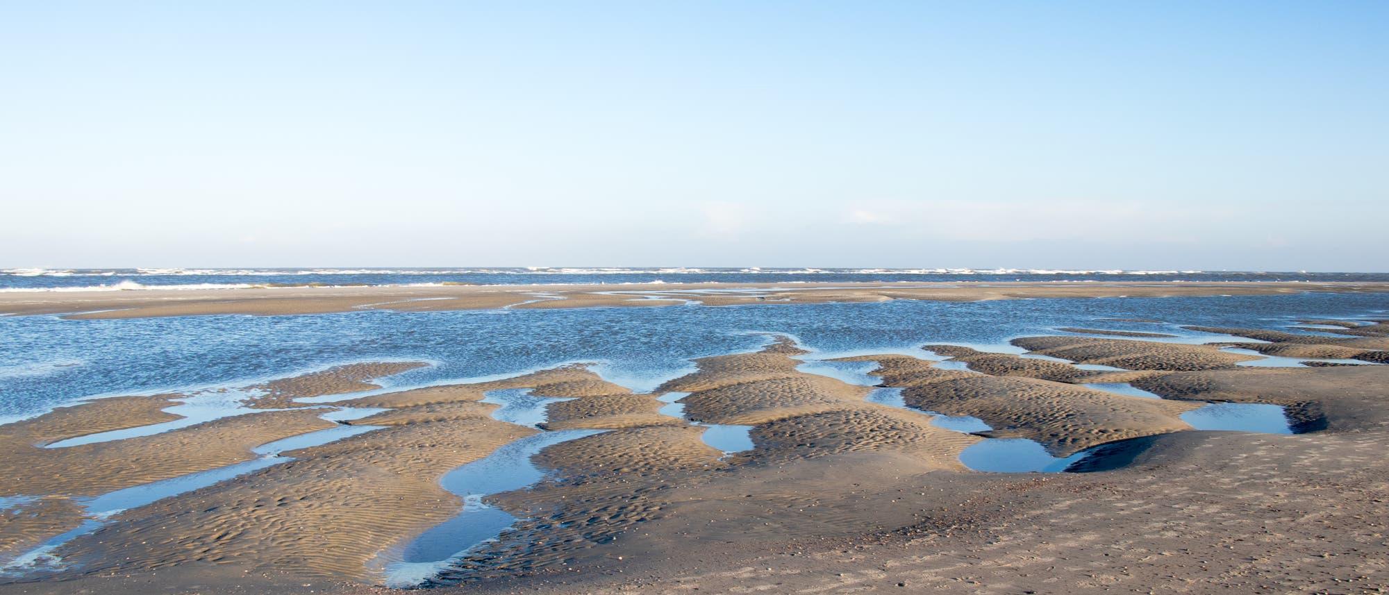 Wattenmeer bei Ebbe auf der ostfriesischen Insel Spiekeroog