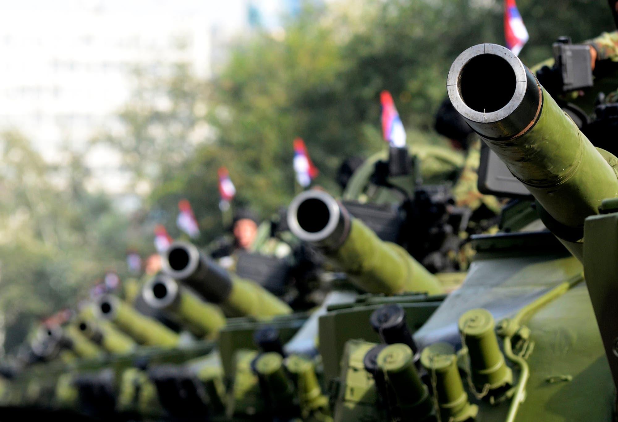 Serbische Panzer auf einer Militärparade (Symbolbild)