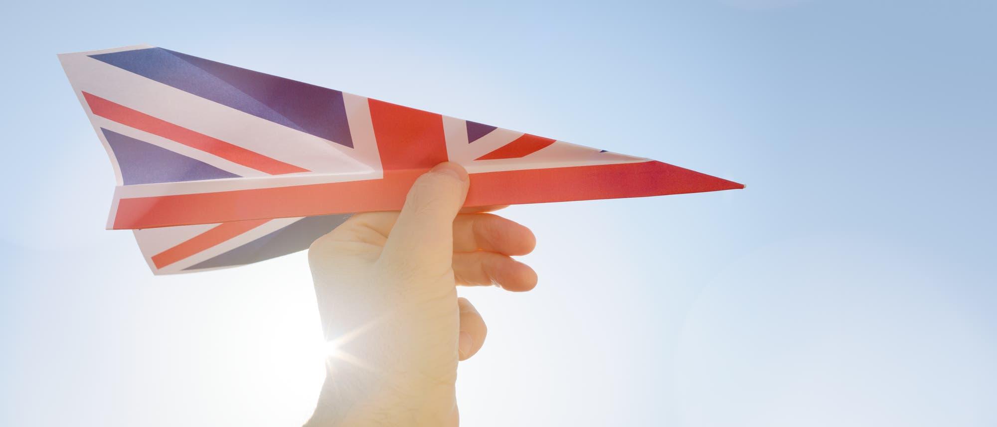 Papierflieger aus Großbritannienflagge