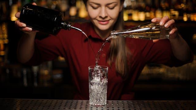 Auch Gin lässt sich passabel imitieren, besonders als Zutat für einen alkoholfreien Gin-Cocktail.