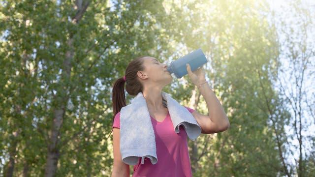 Trinken ist wichtig, besonders im Sommer. Nicht immer hilft viel aber tatsächlich viel.