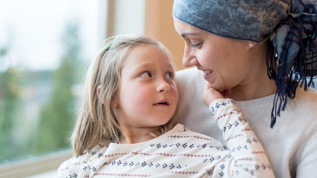 Kind mit kranker Mutter