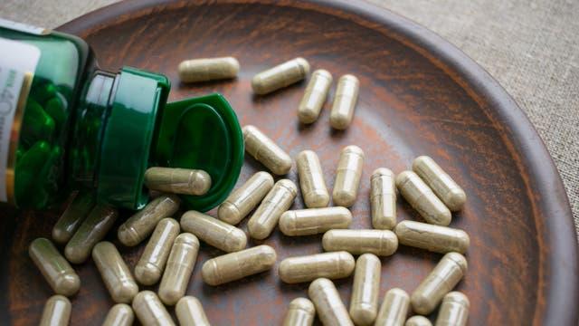 In Studien wirkten Sägepalmenfrüchte nicht besser als ein Placebo.