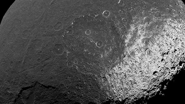Der Saturnmond Iapetus