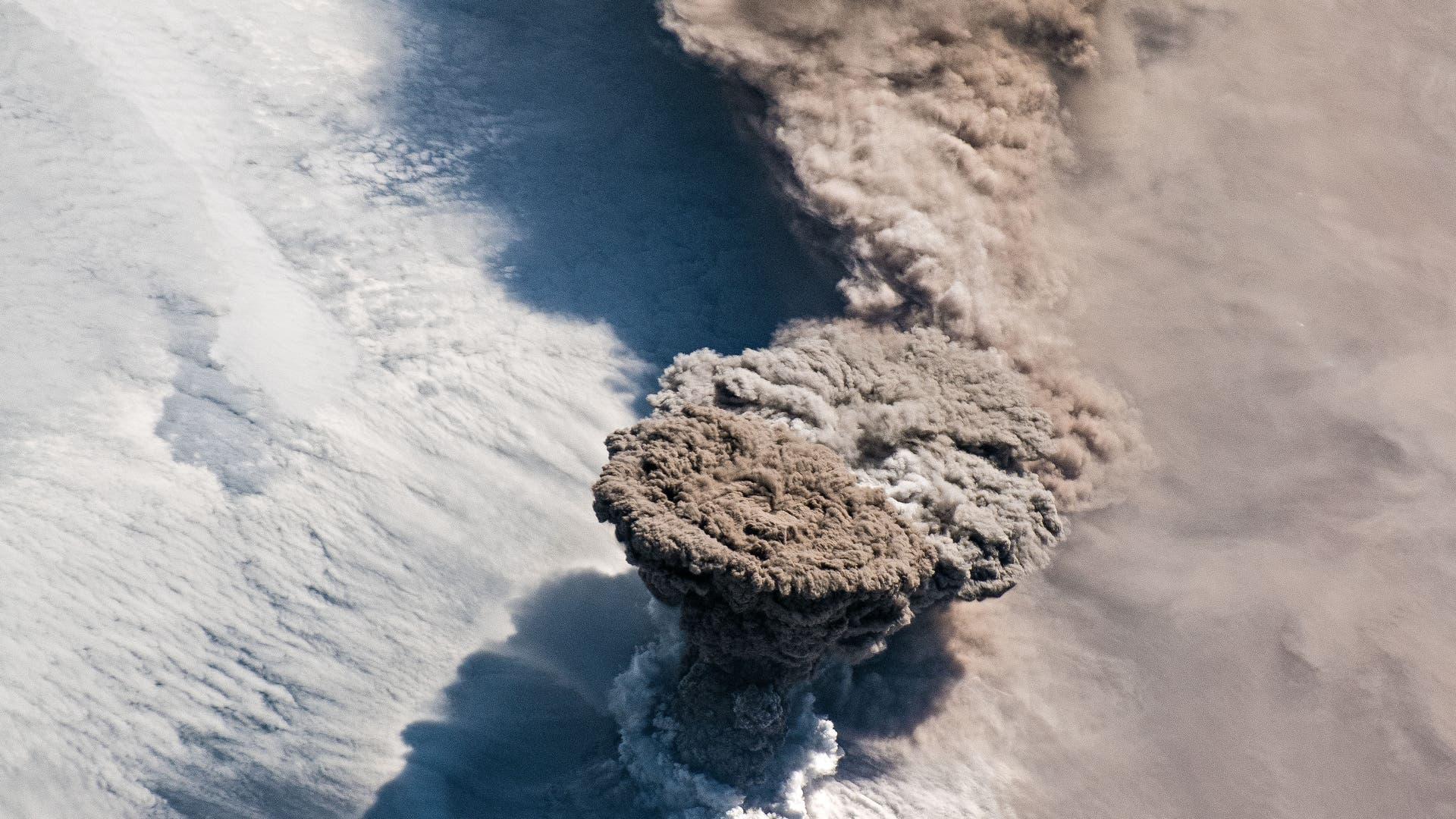 Ausbruch des Raikoke, fotografiert aus der ISS.