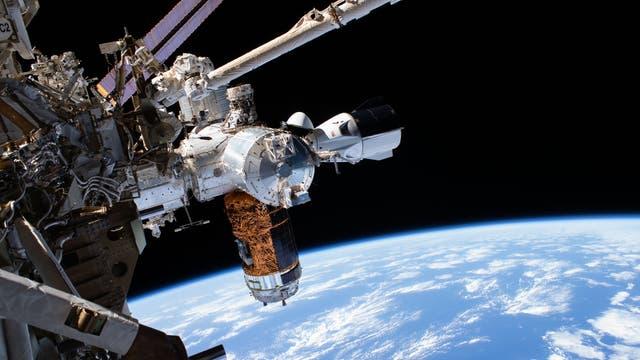 ISS mit Crew Dragon, H-II Transfer Vehicle-9 und Columbus-Modul