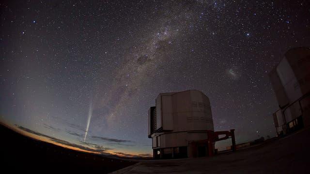 Komet Lovejoy über dem VLT