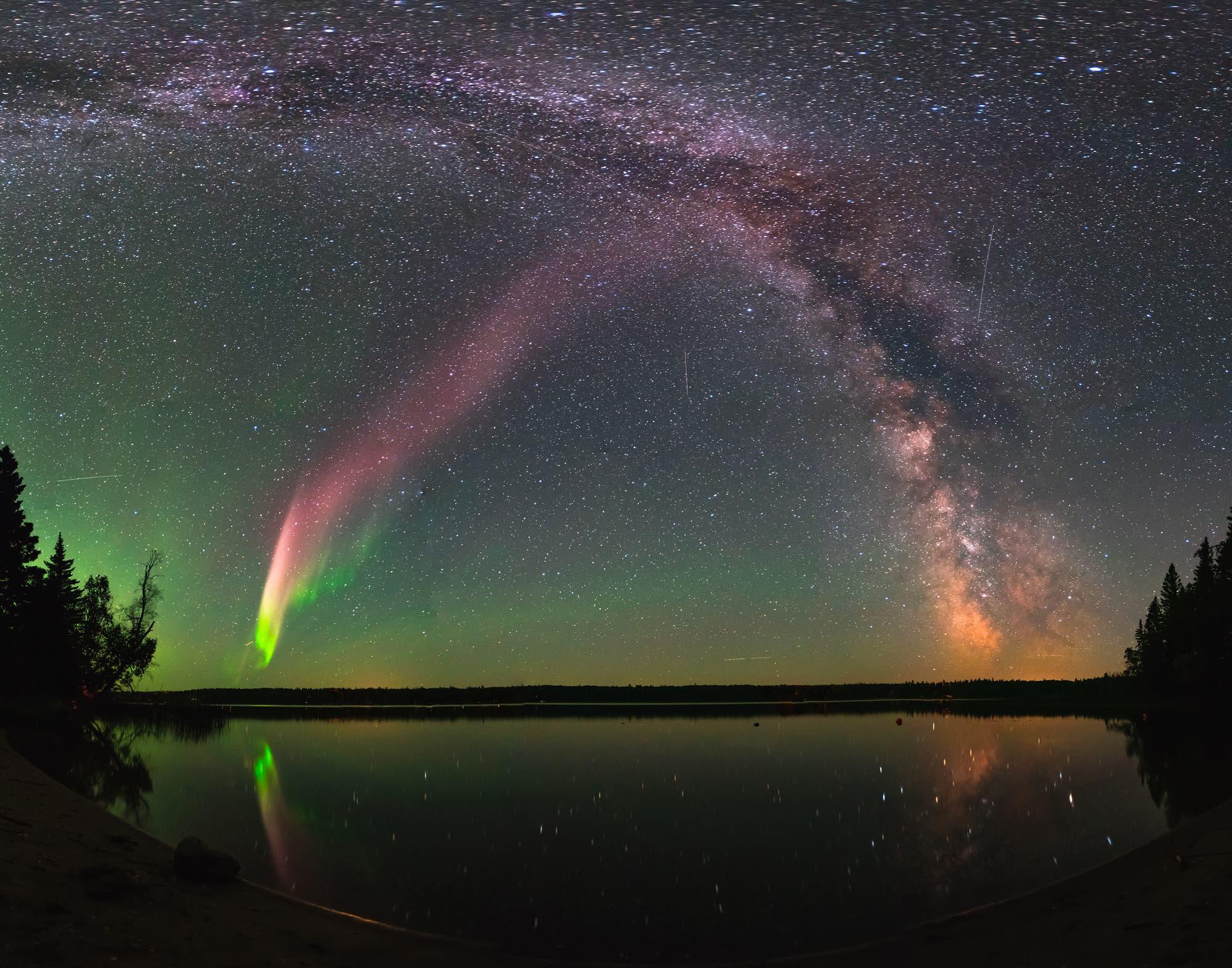 Polarlicht mit Milchstraße