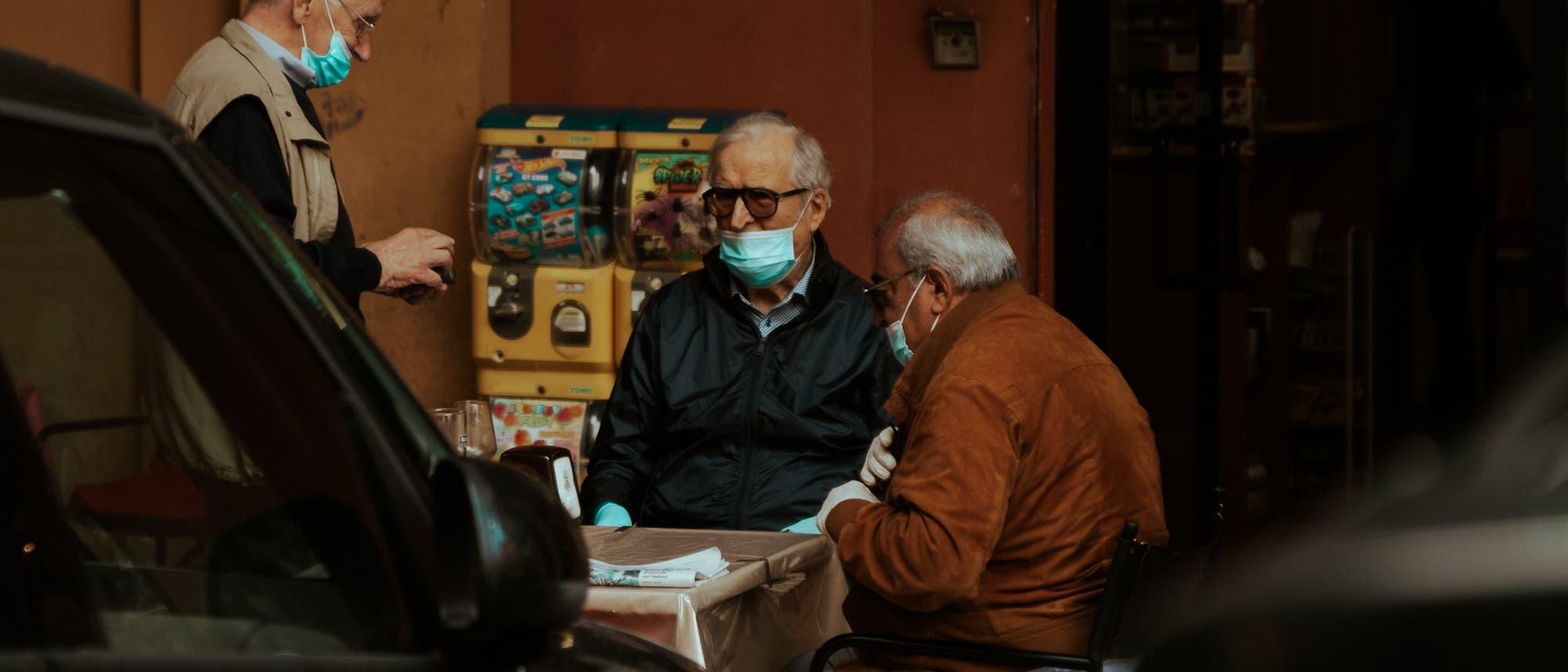 Masken können helfen, die Ausbreitung von Covid-19 zu verlangsamen. Wenn man sie richtig trägt.