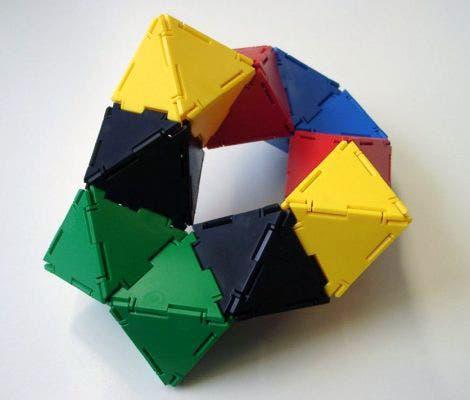 Rautenförmiger Ring aus zweimal fünf Oktaedern