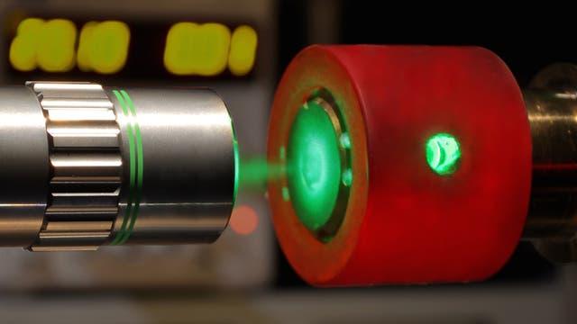 Experiment zur Erzeugung atomaren metallischen Wasserstoffs