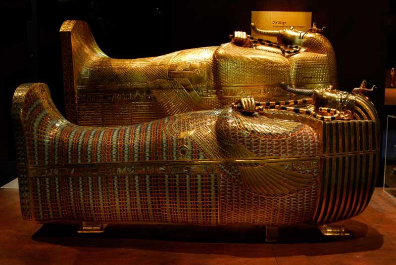 Äußerer und mittlerer Sarg des Tutanchamun