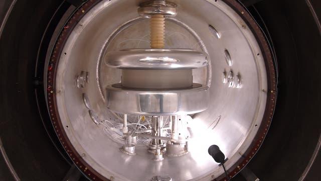 Blick ins Spektrometer, das das elektrische Dipolmoment der Neutronen vermisst.