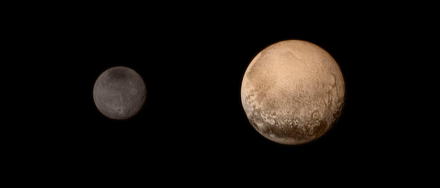 Pluto und Charon in Farbe