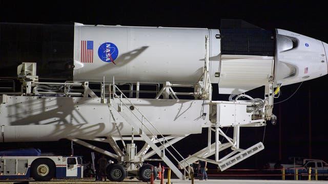 Falcon-9-Rakete mit Crew-Dragon-Kapsel