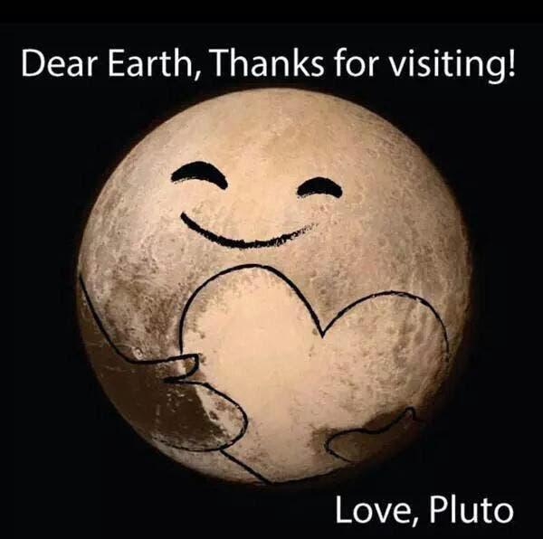 """Pluto-Herz-Mem: Herz und Gesichtszüge skizziert, Überschrift: """"Dear earth, thanks for visiting! Love, Pluto"""""""