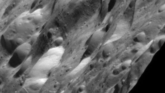 Krater auf Saturnmond Rhea