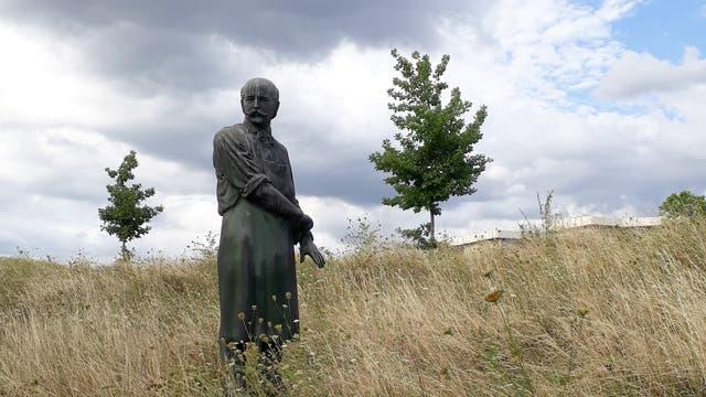 Semmelweis-Statue hinter der Frauenklinik Heidelberg