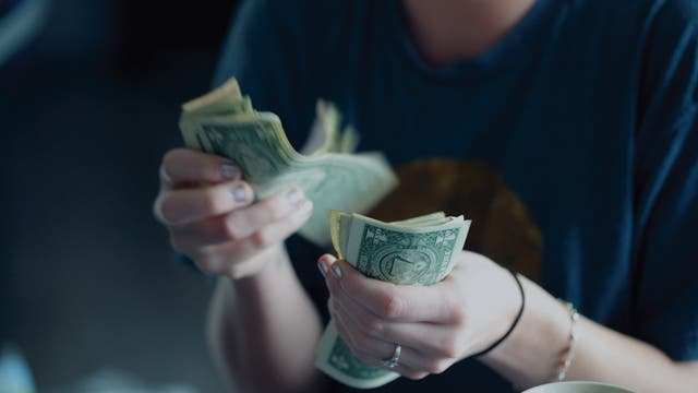 Dollarscheine zählen