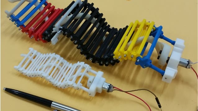 SAW-Roboter im Vergleich mit einem Kuli