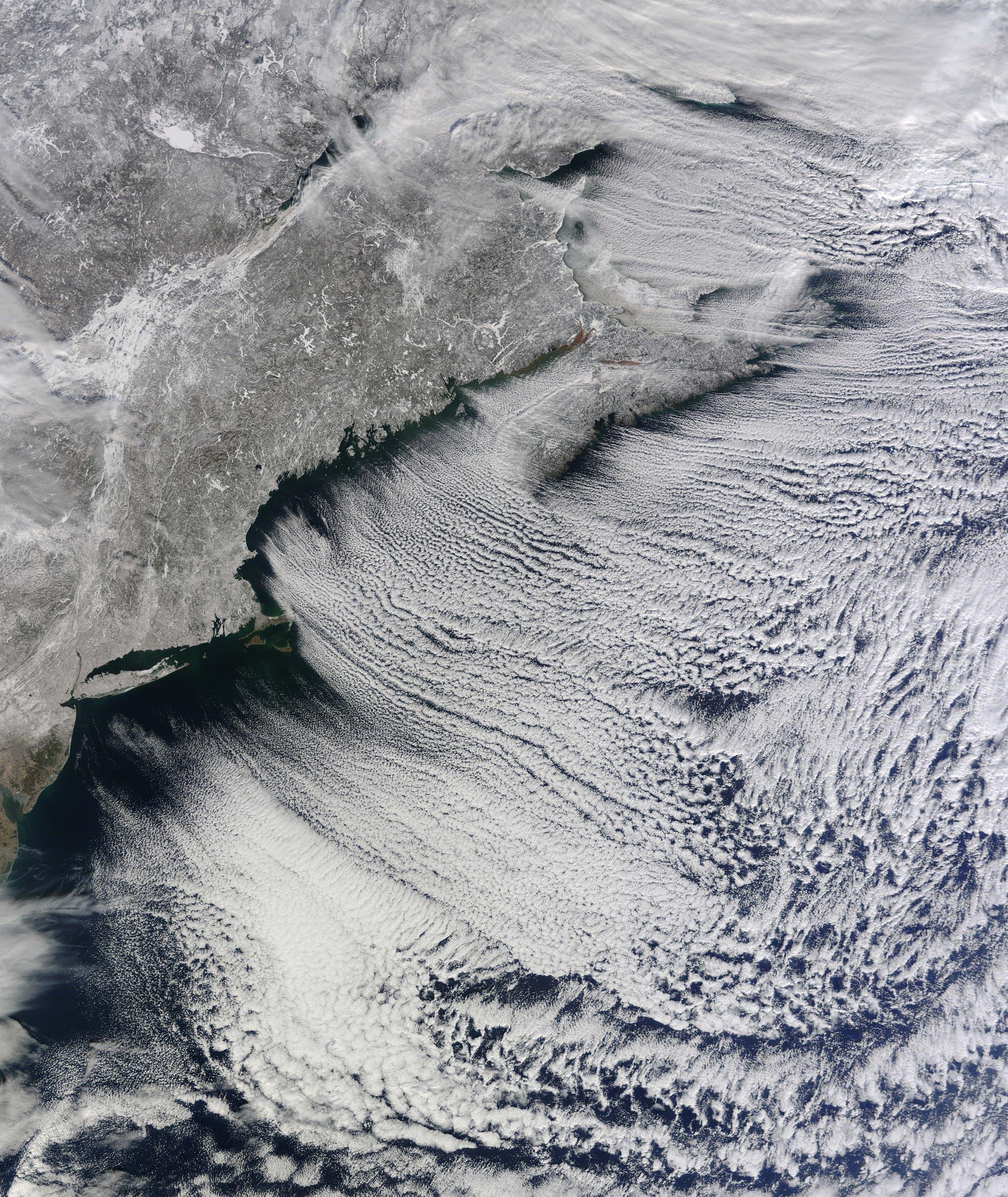 Wolkenstraßen vom Satelliten aus