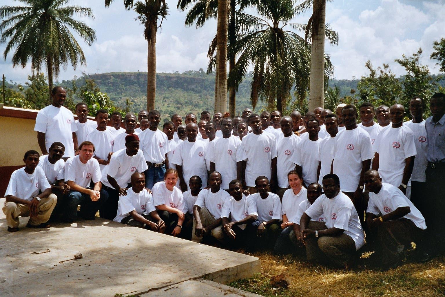 Einheimische Gesundheitshelfer beim Gruppenfoto