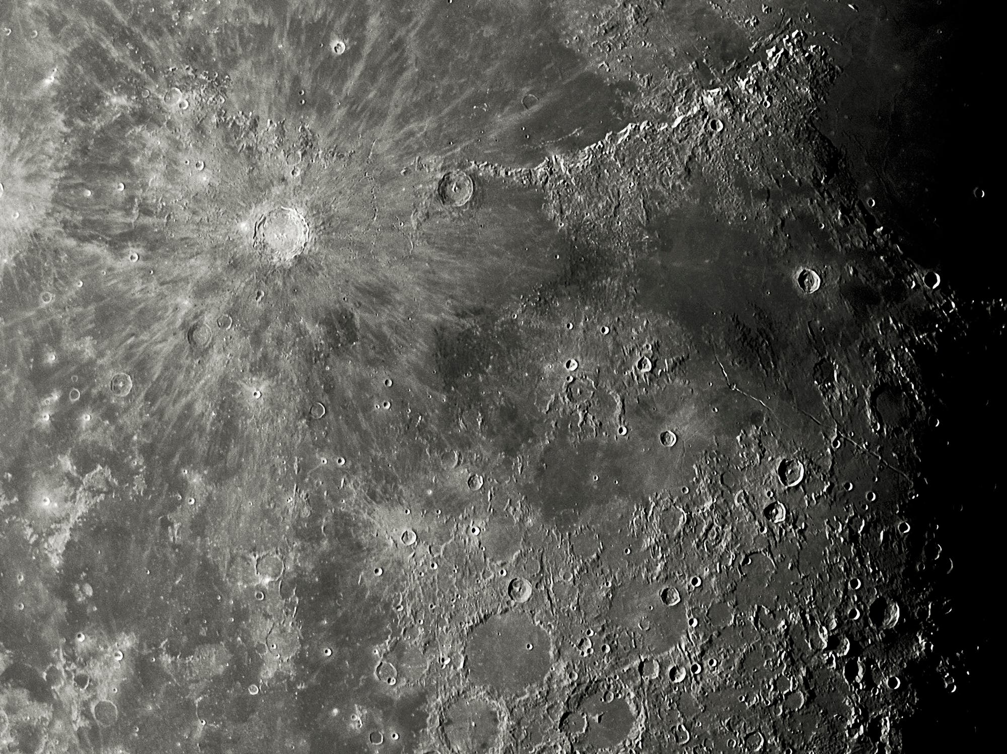 Von Kopernikus bis Alphonsus bei abnehmenden Mond