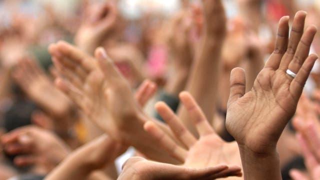Tragende Hände